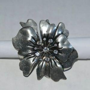 Flower Fashion Ring Silver Metal and Rhinestone.